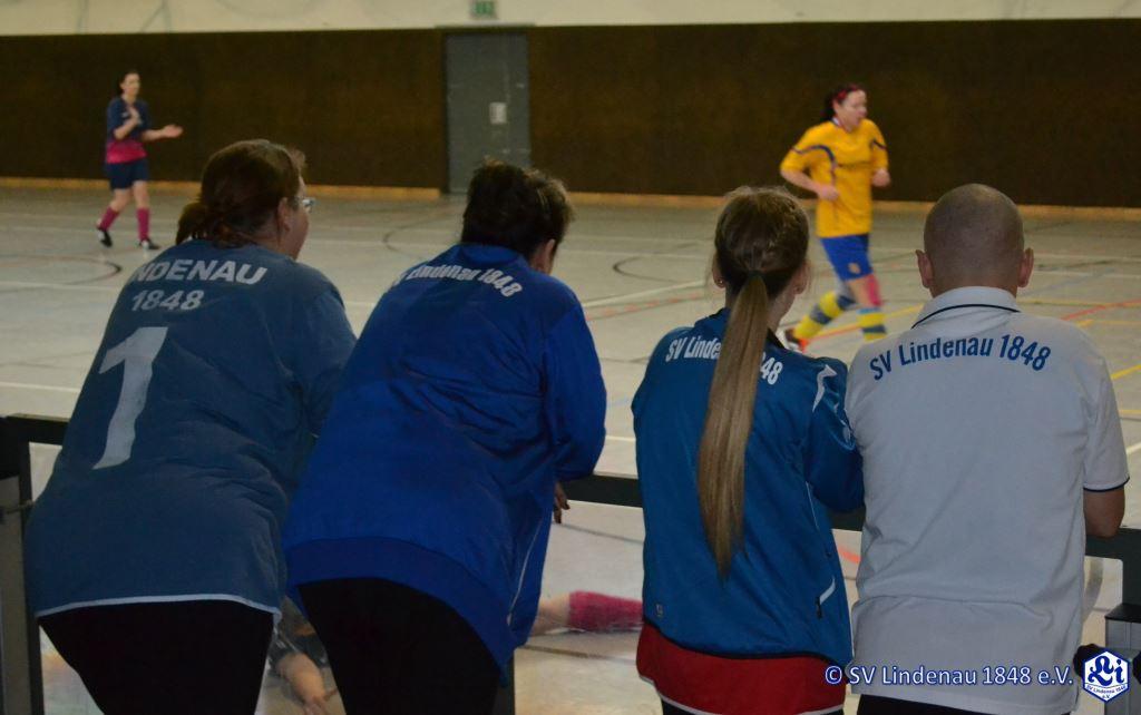 Spielten nicht nur, sondern schauten sich auch einiges bei den anderen Teams ab: die LiLas und ihr Trainer Henry