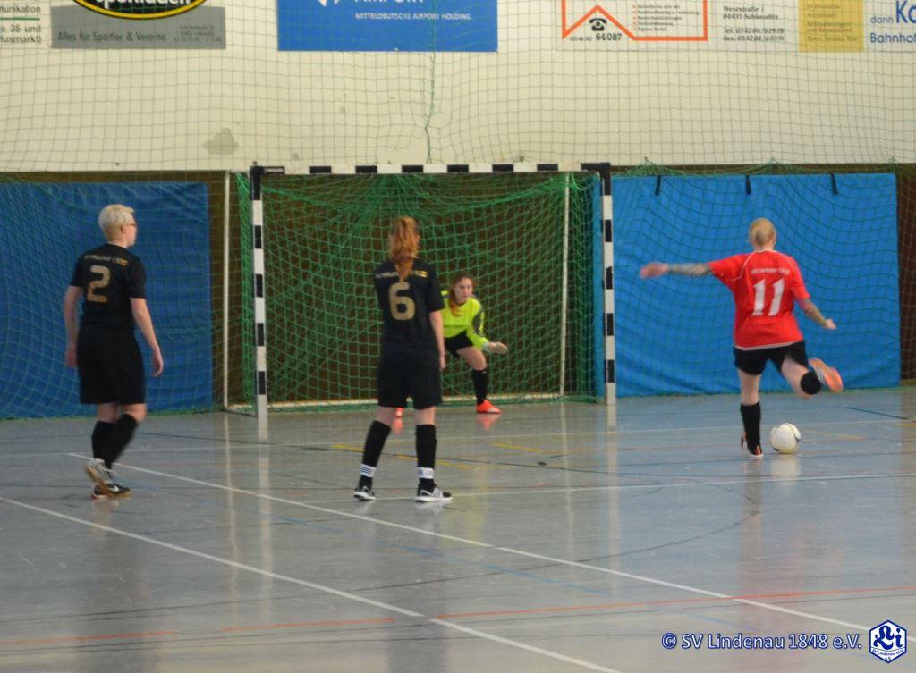 Wollte erst nicht antreten, schoss dann aber doch fast ein Loch ins Netz: Jaana zum 2:1 gegen Naunhof